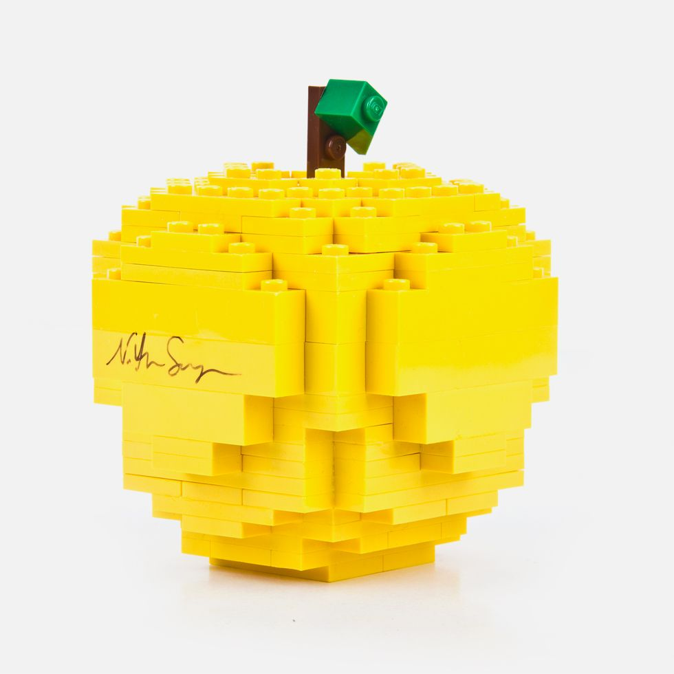 *川久保玲Merry Happy Crazy Colour : SPECIAL Yellow Lego Nathan Sawaya Apple 2