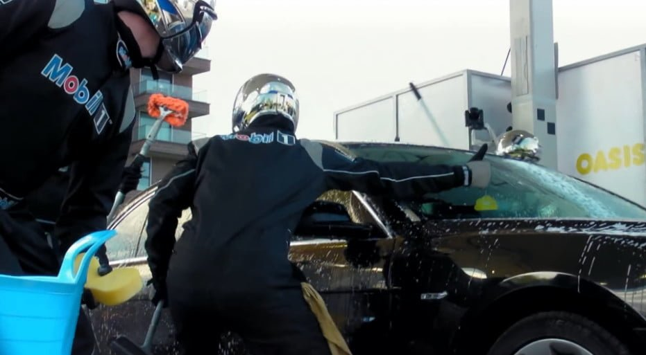 carwash-stunt-ad-with-jenson-button_07